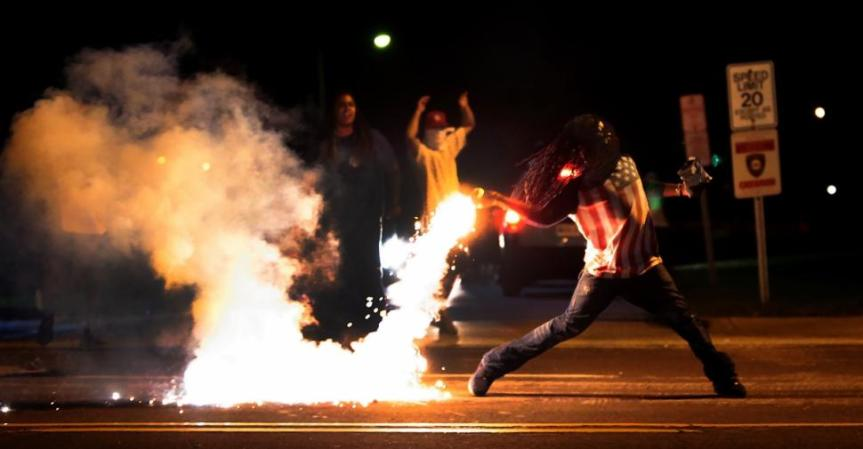 Image sourced from http://www.nydailynews.com/news/national/subject-iconic-ferguson-mo-photo-speaks-article-1.1915753